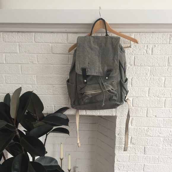 ebb4ba4387 Everlane Handbags - Everlane Modern Snap Backpack